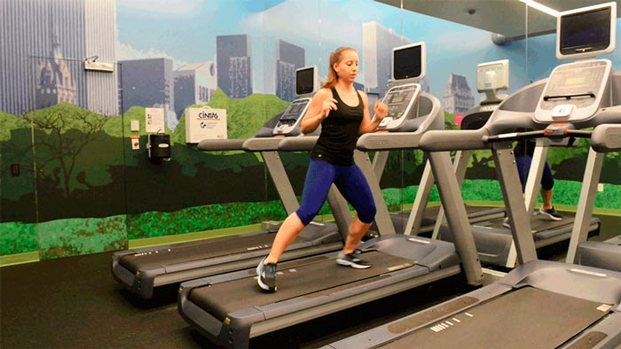 adelgazar-cinta-de-correr-chica-ejercicio