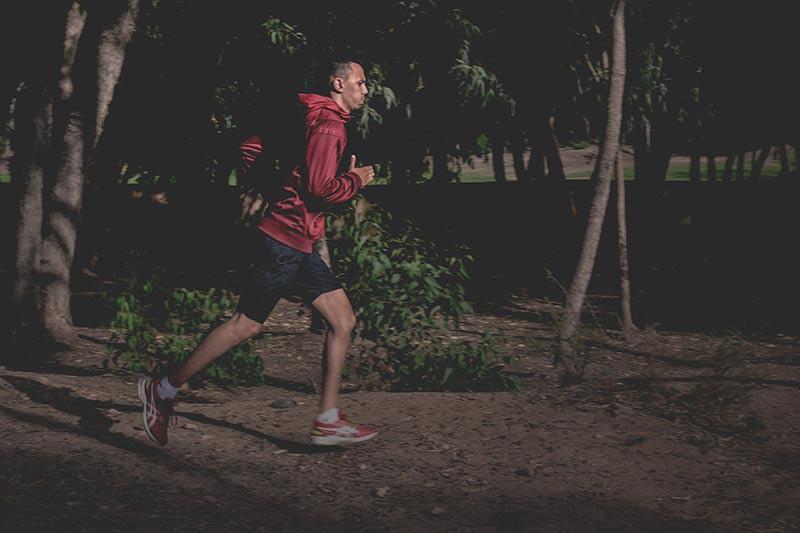ejercicios-para-quemar-calorias-hombre-sprint