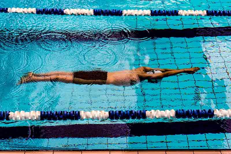 ejercicios-para-quemar-calorias-natacion